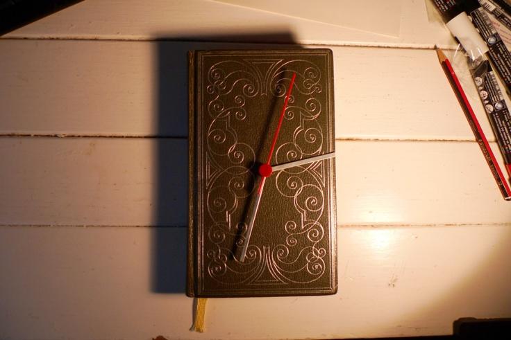135_book-clock-1